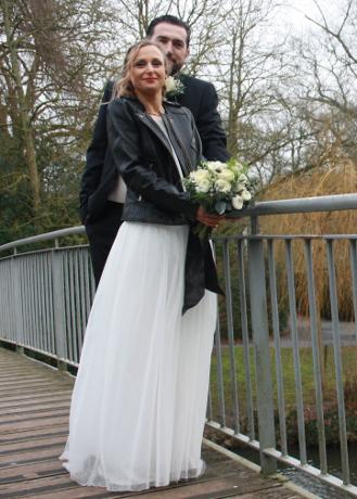 Robe de mariee et veste en cuir